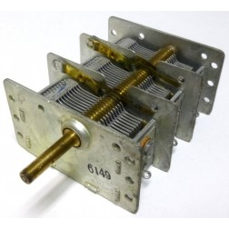 4138  Air Variable Capacitor, 3 Section, 25-370 pf per section, Allied Radio Corp.